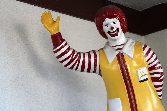 Hopefully without a knife behind his back: Ronald McDonald