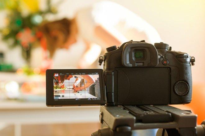 Eine Kamera, viel Kreativität und Beharrlichkeit, schon kann es losgehen!