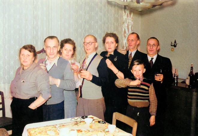 Meine Familie beim Feiern in den frühen Fünfzigern