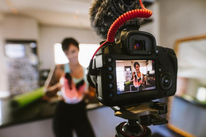 Influencer im Stress: Einen Abend kein Produkt in die Kamera halten