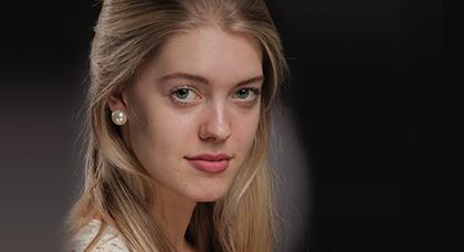 Screenshot 3 - PortraitPro gibt Ihnen die komplette Kontrolle über die Augen und den Mund. Nur mit Hilfe der Schieberegler können Sie die Augenfarbe ändern, die Bereiche schärfen oder auch die Größe der Augen einstellen. Auch die Bearbeitung des Mund-Bereichs ist vielfältig, die Mundform, Größe oder Zahnfarbe können ebenso wie der Lippenstift geändert werden. Und das ohne mühsames Nutzen von Filtern oder Kennzeichnen von Bereichen.